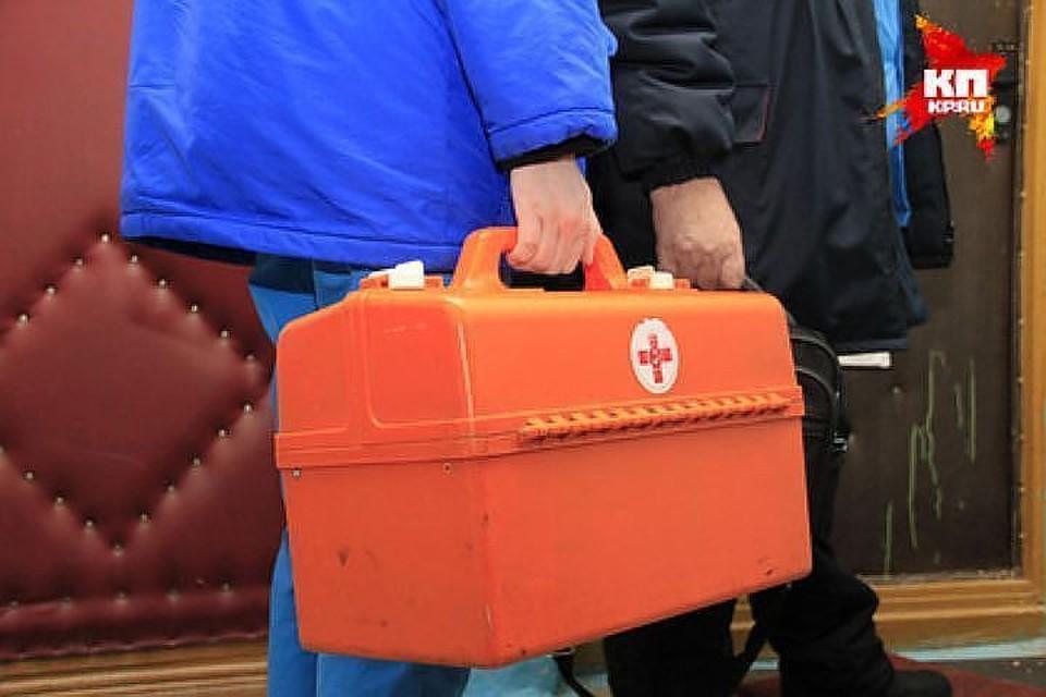 Замгубернатора часто ездит с экипажами скорой помощи, заходит в гаражи, общается с техниками, шоферами, фельдшерами, санитарами