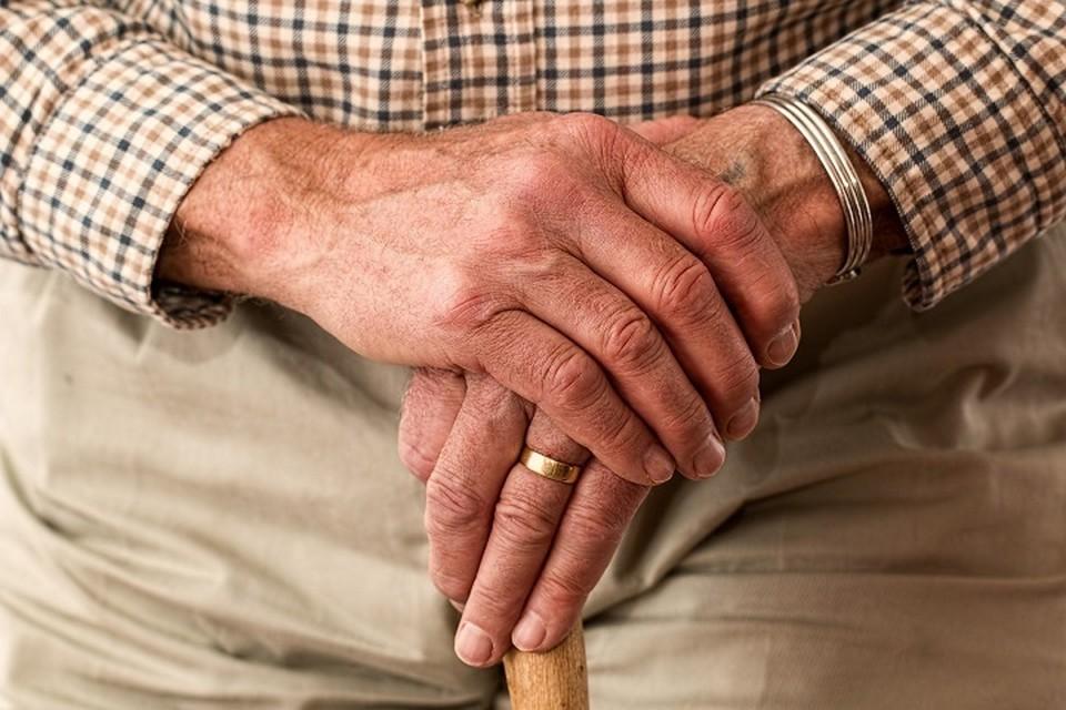 Сейчас пенсионный возраст для мужчин наступает в 63 года, для женщин на текущий момент — в 59,5 лет.