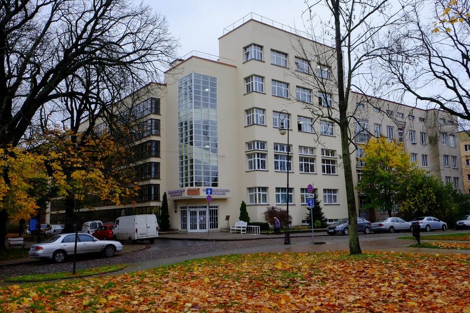 Здание областной библиотеки - образец стиля баухаус в Калининграде.