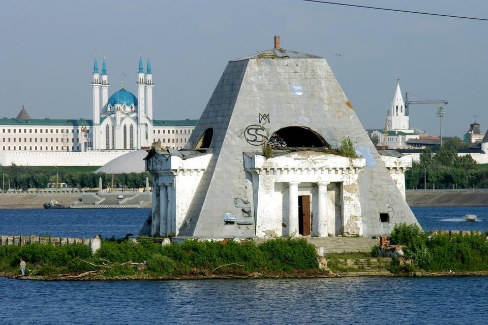 Храм-памятник воинам, павшим при взятии Казани в 1552 году.