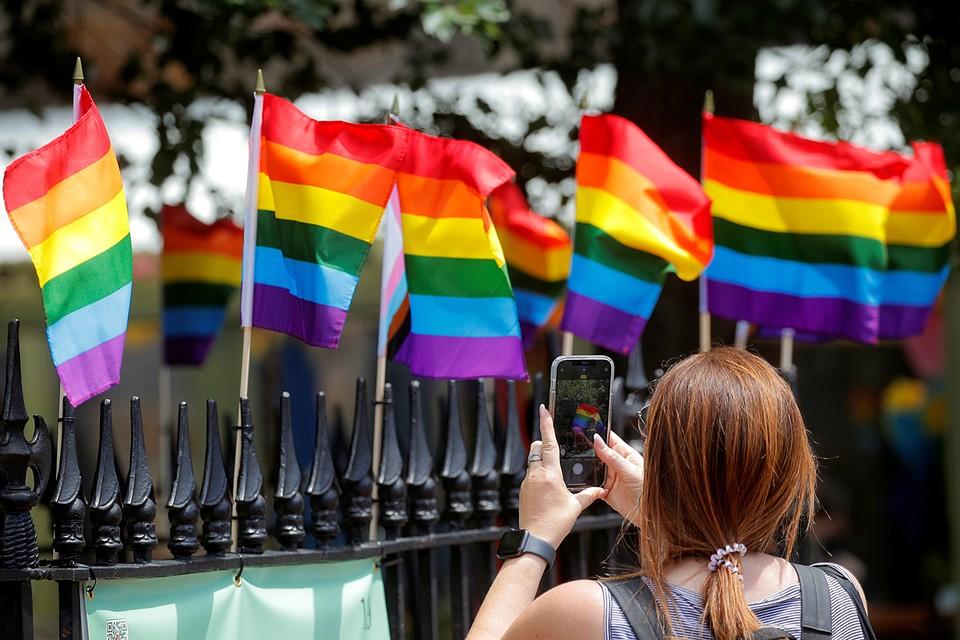 В соцсетях решение о поборах с белых участников ЛГБТ-парада назвали незаконным и расистским