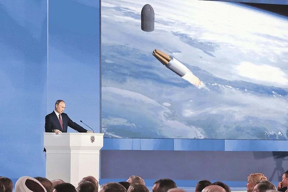 Президент демонстрирует компьютерную модель действия нашего супероружия. Фото: Марат АБУЛХАТИН/ТАСС