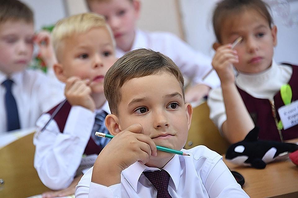 Правительство направит более 200 млрд рублей на единовременные выплаты для школьников