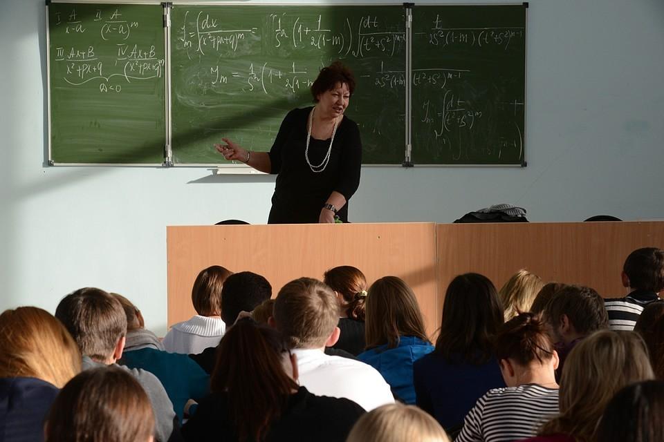 Занятия для школьников и студентов планируют проводить по-разному.