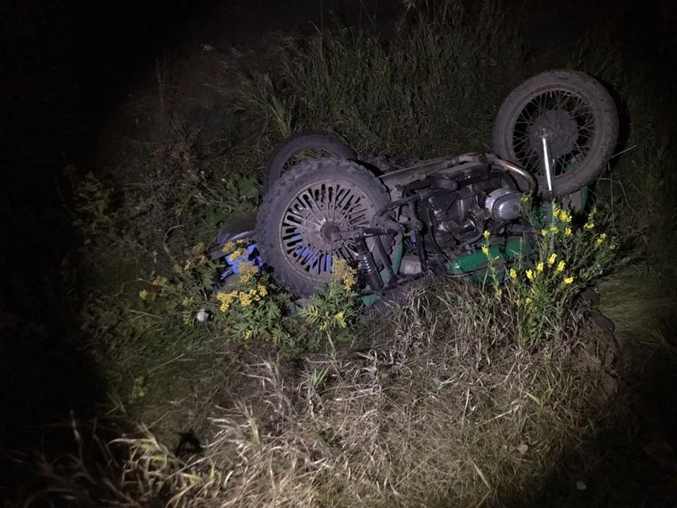 Мотоцикл «Урал» под управлением 41-летнего мужчины вылетел в кювет и опрокинулся.