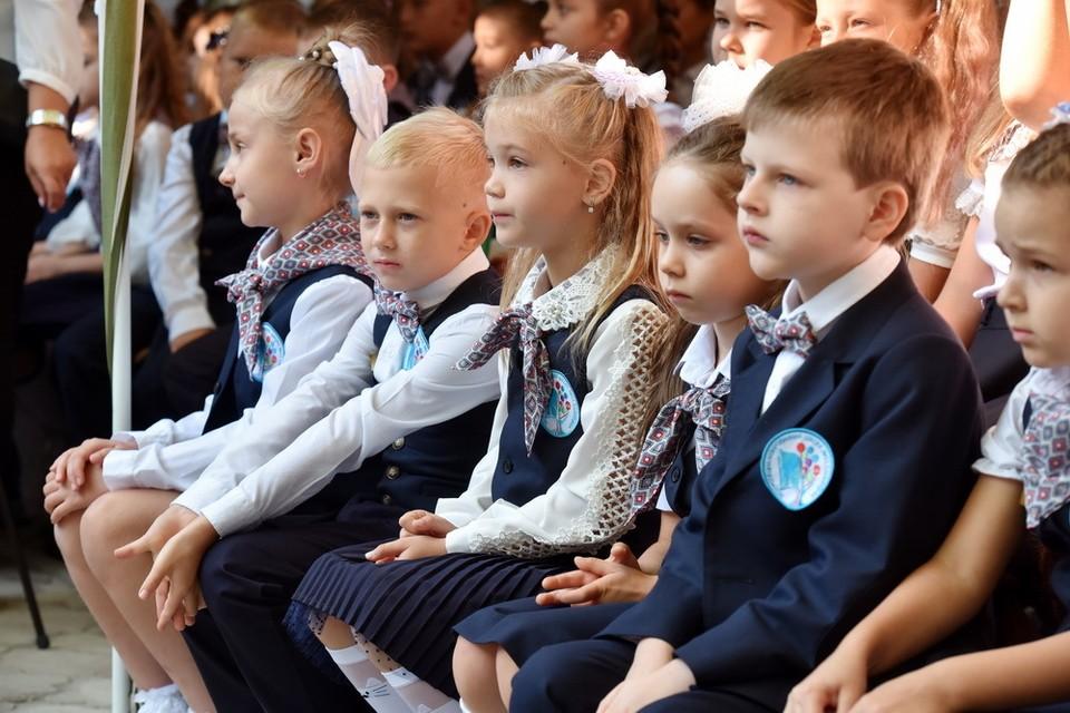 В этом году к занятиям в школах ДНР приступили больше 14 тысяч первоклассников. Фото: сайт Главы ДНР
