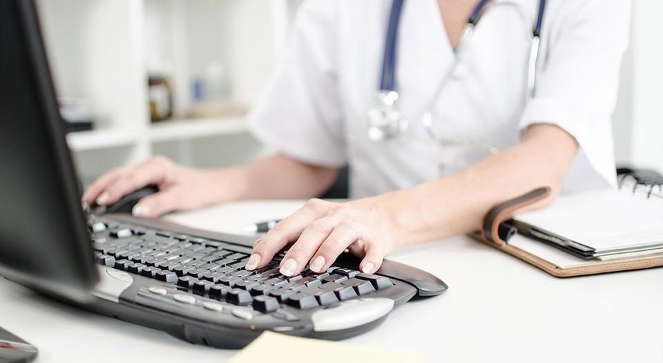 Современное компьютерное оборудование появилось в Вяземской ЦРБ. Фото: департамент здравоохранения Смоленской области.