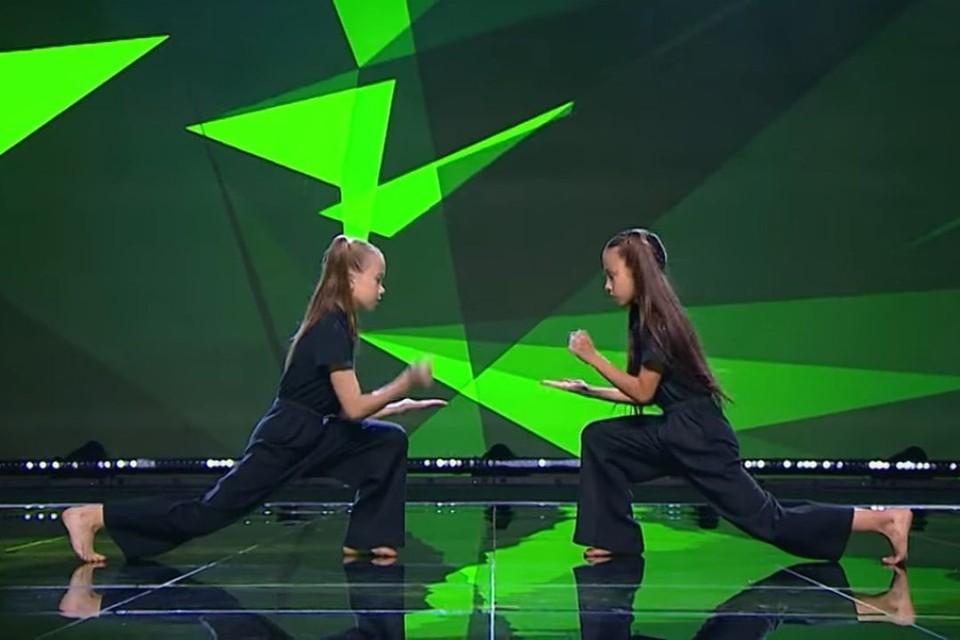 Девочки выступали вместе первый раз. Фото: скриншот из видео