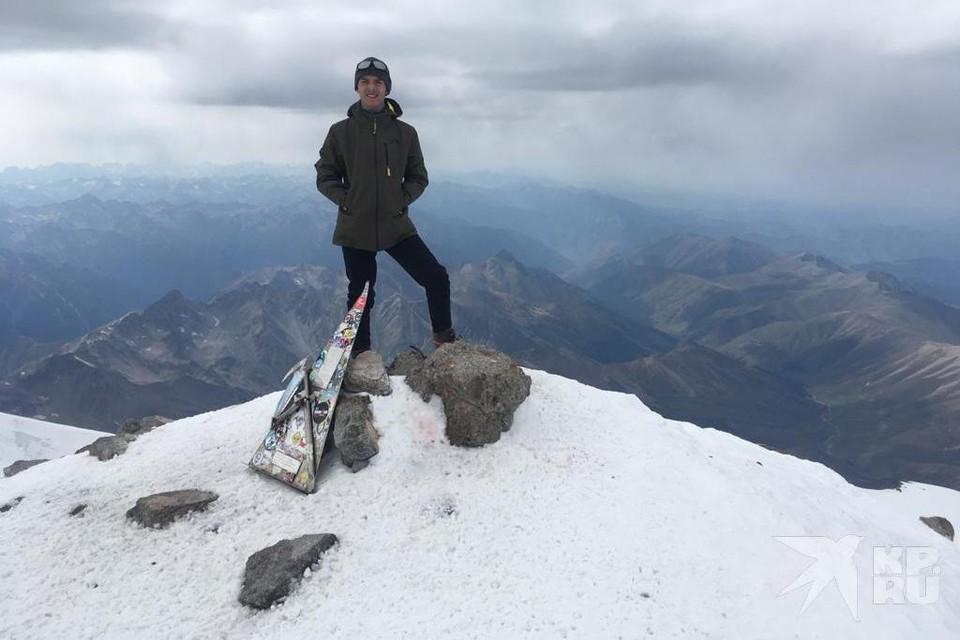 14-летний рязанец взошел на Западную вершину Эльбруса (5642 метра).