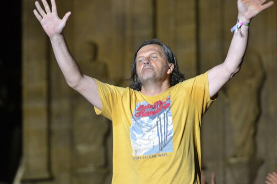 Перед тем как показать со сцены, что такое настоящий цыганский драйв, Кустурица побеседовал с журналистами