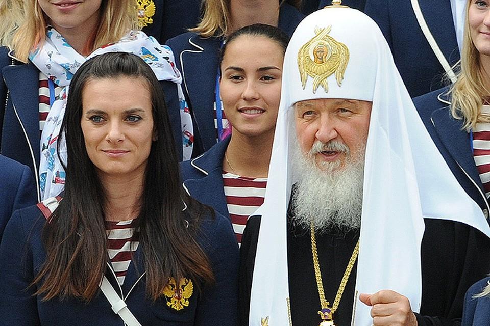 Патриарх Кирилл и Елена Исинбаева во время фотосъемки олимпийцев и Главы РПЦ в Кремле.